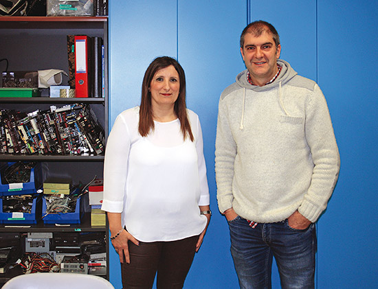 Marian Berrocal y José Manuel González, en el aula de Informática del CIFP Zornotza.